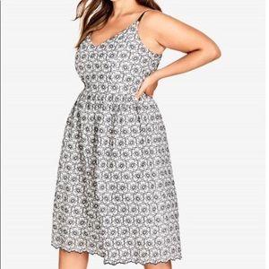 City Chic Daisy Dress, Size 18, Medium